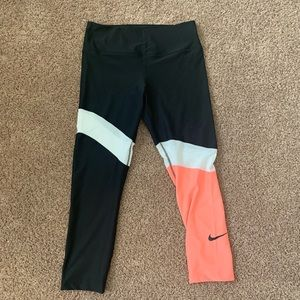 NWOT Nike Dri Fit Capri Sport Tight